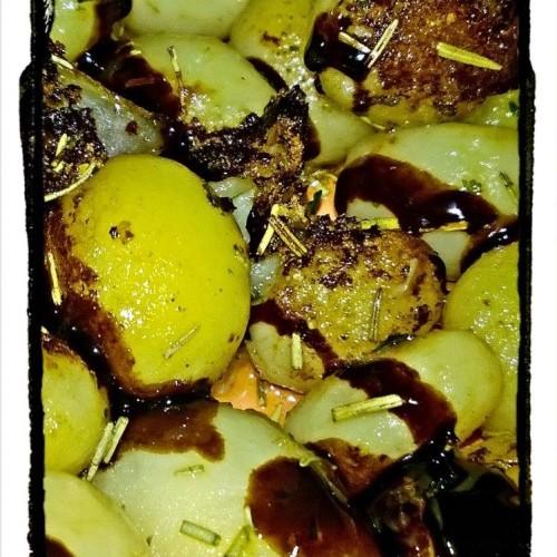 Patate novelle al rosmarino e aceto balsamico