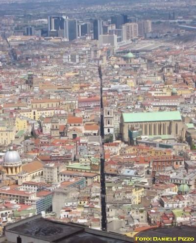 Spaccanapoli vista da San Martino Fonte: danpiz.net