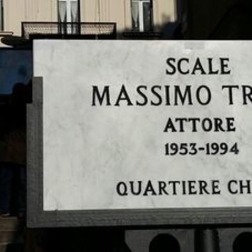 Le scale di Massimo Troisi tra polemiche e dissapori