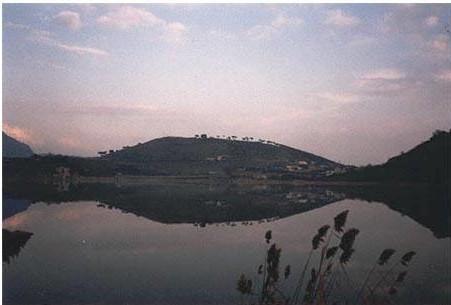 Lago d'Averno e Monte Nuovo Fonte: vulcan.fis. uniroma3.it