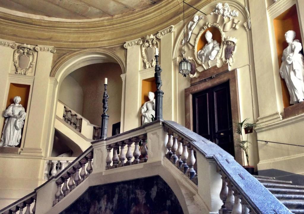 Interno Palazzo Spinelli. Fonte: underoursky.com