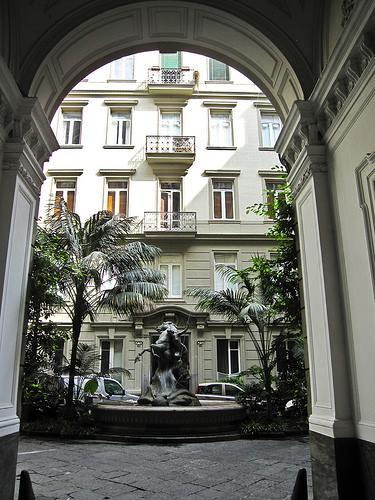 Ingresso Palazzo Spinelli. Fonte: Napoligrafia.it