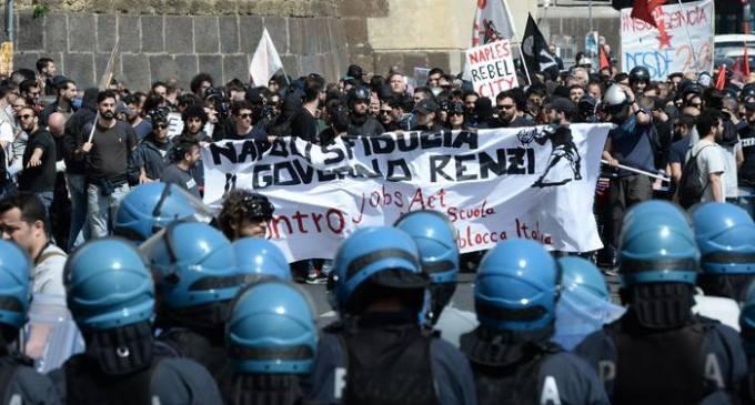 Napoli, cordone delle forze dell'ordine. Fonte: gazzettadinapoli.it