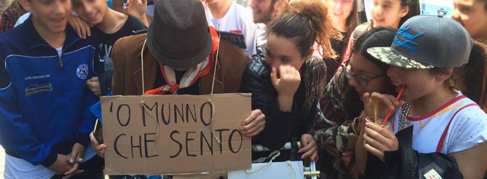 Vomero, Centro, Chiaia: chi è questo strano personaggio che gira per Napoli?