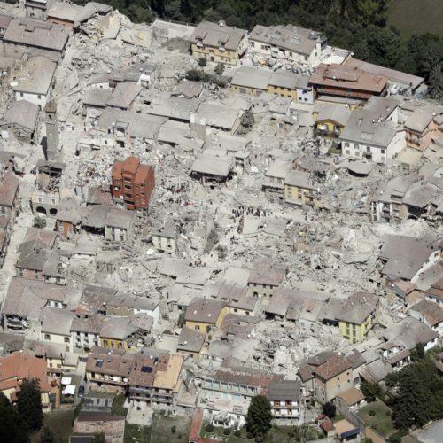 Napoli solidale: la Terra chiama e Napoli risponde