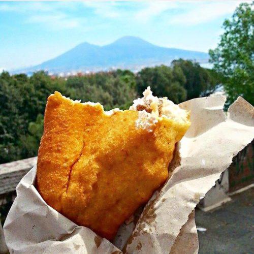 Dove mangiare le migliori pizze fritte a Napoli