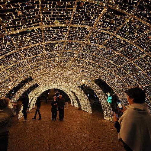 Salerno: le rinomate luminarie e l'inedita ruota panoramica per festeggiare il periodo natalizio
