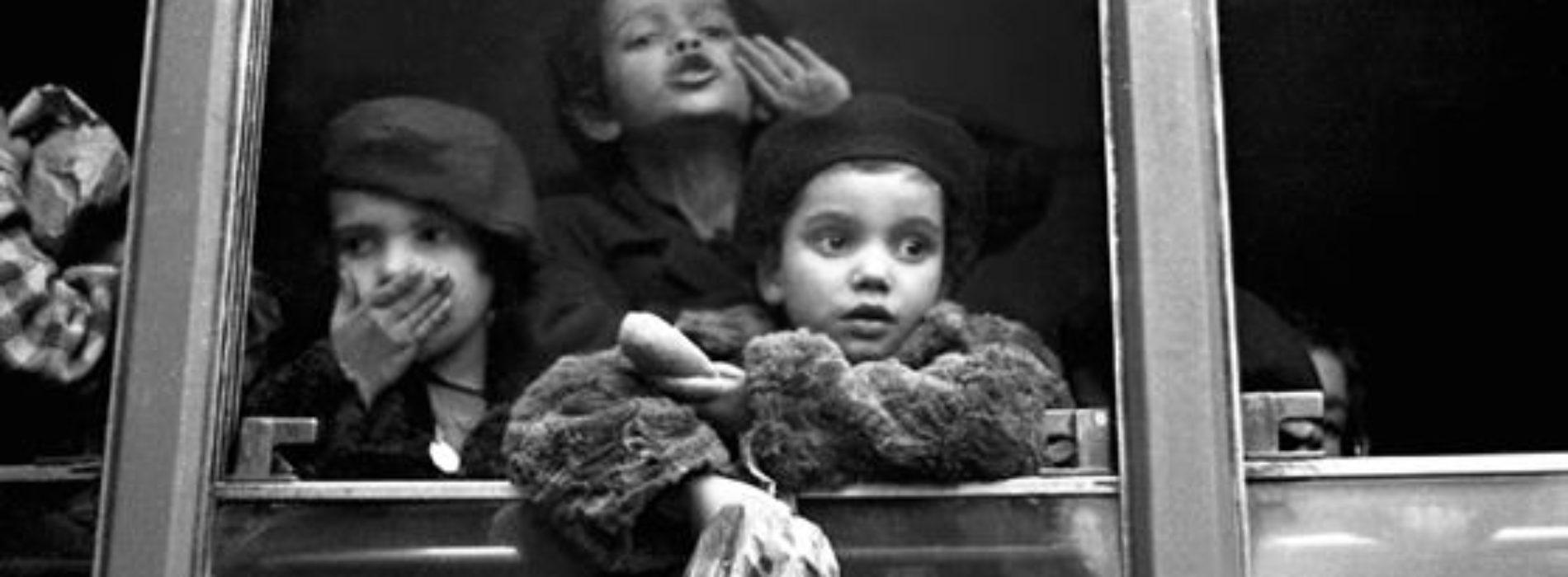 50 anni di storia napoletana con le foto di Riccardo Carbone