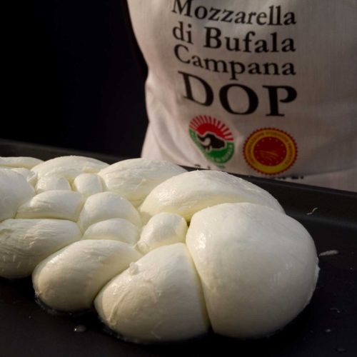 Bufala Fest: la festa della mozzarella di bufala a Napoli