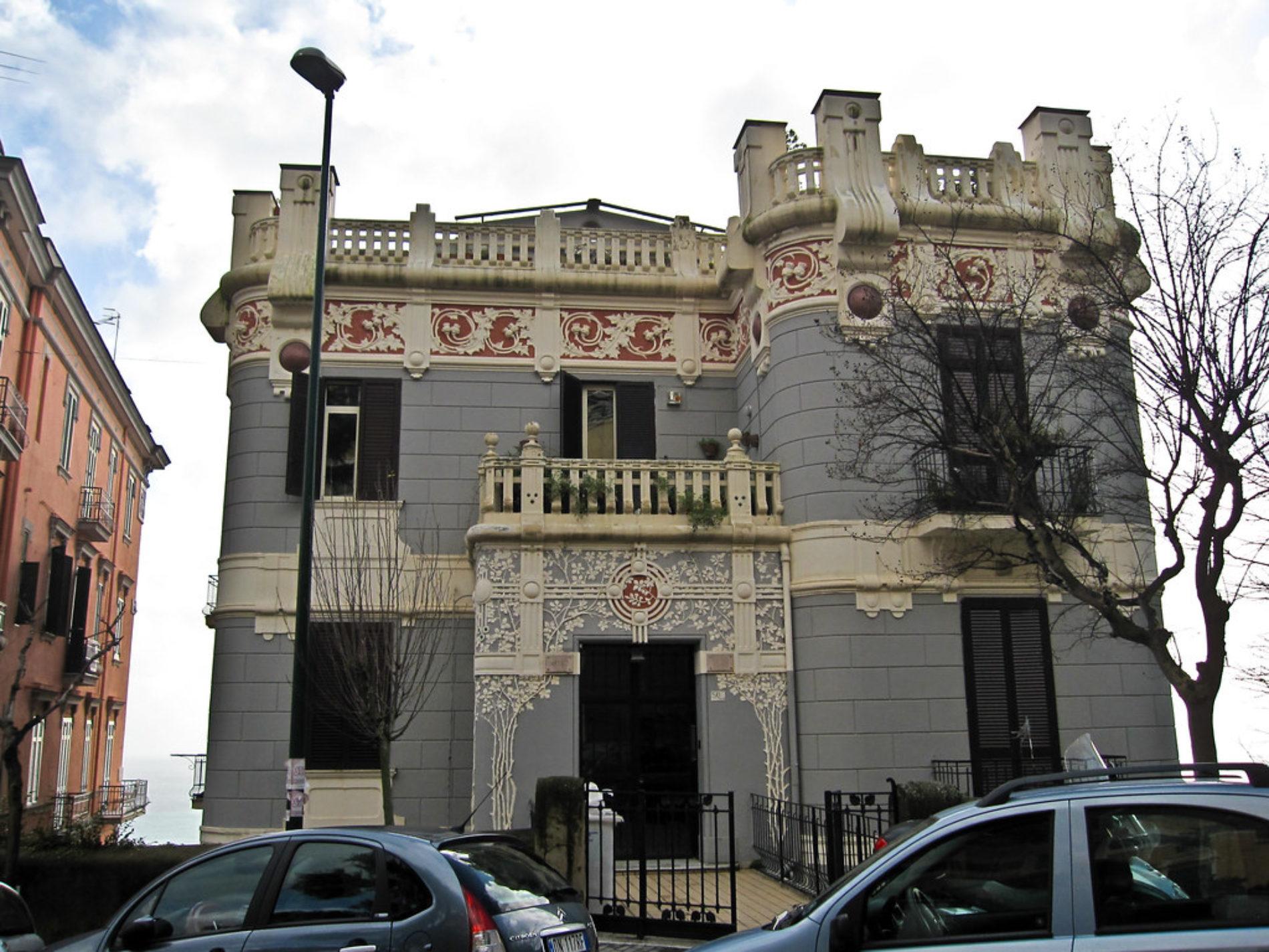Lo stile liberty dei palazzi del quartiere Vomero a Napoli