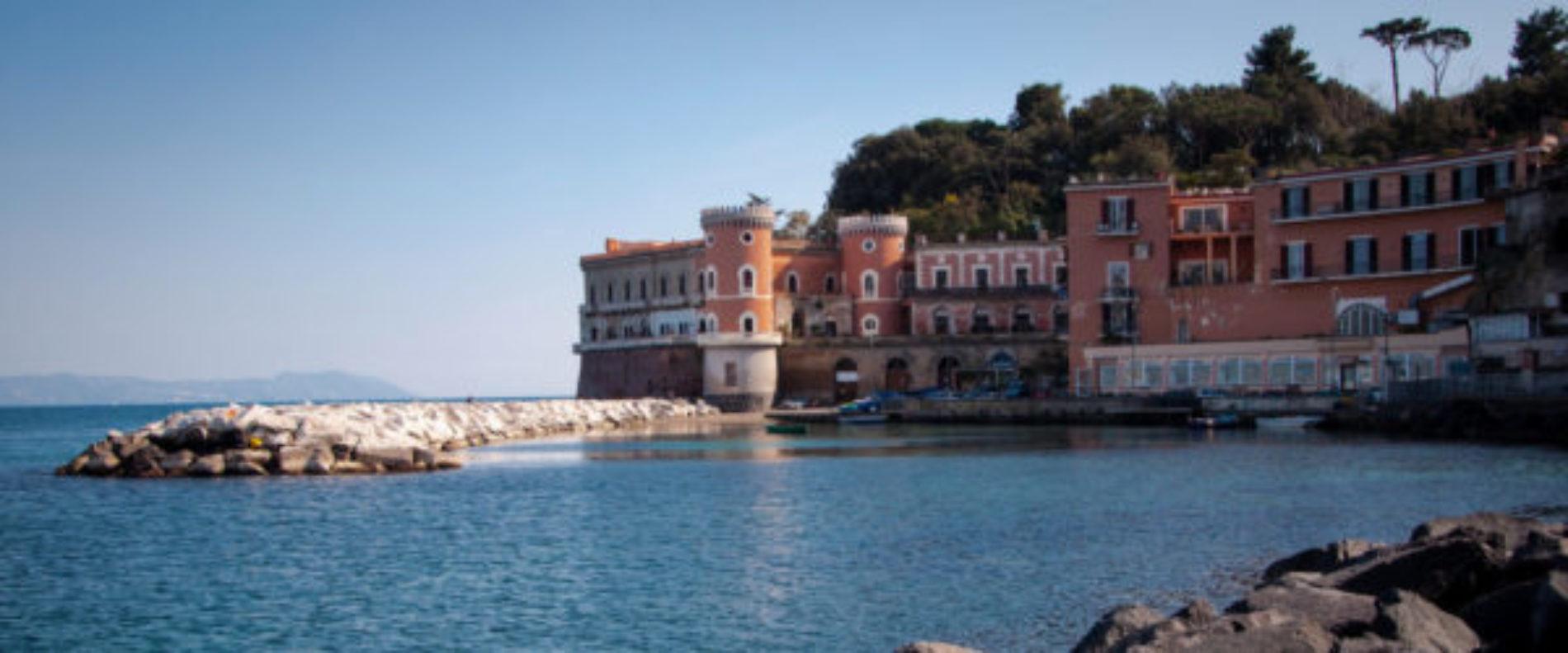 Napoli in sup per la costa di Posillipo